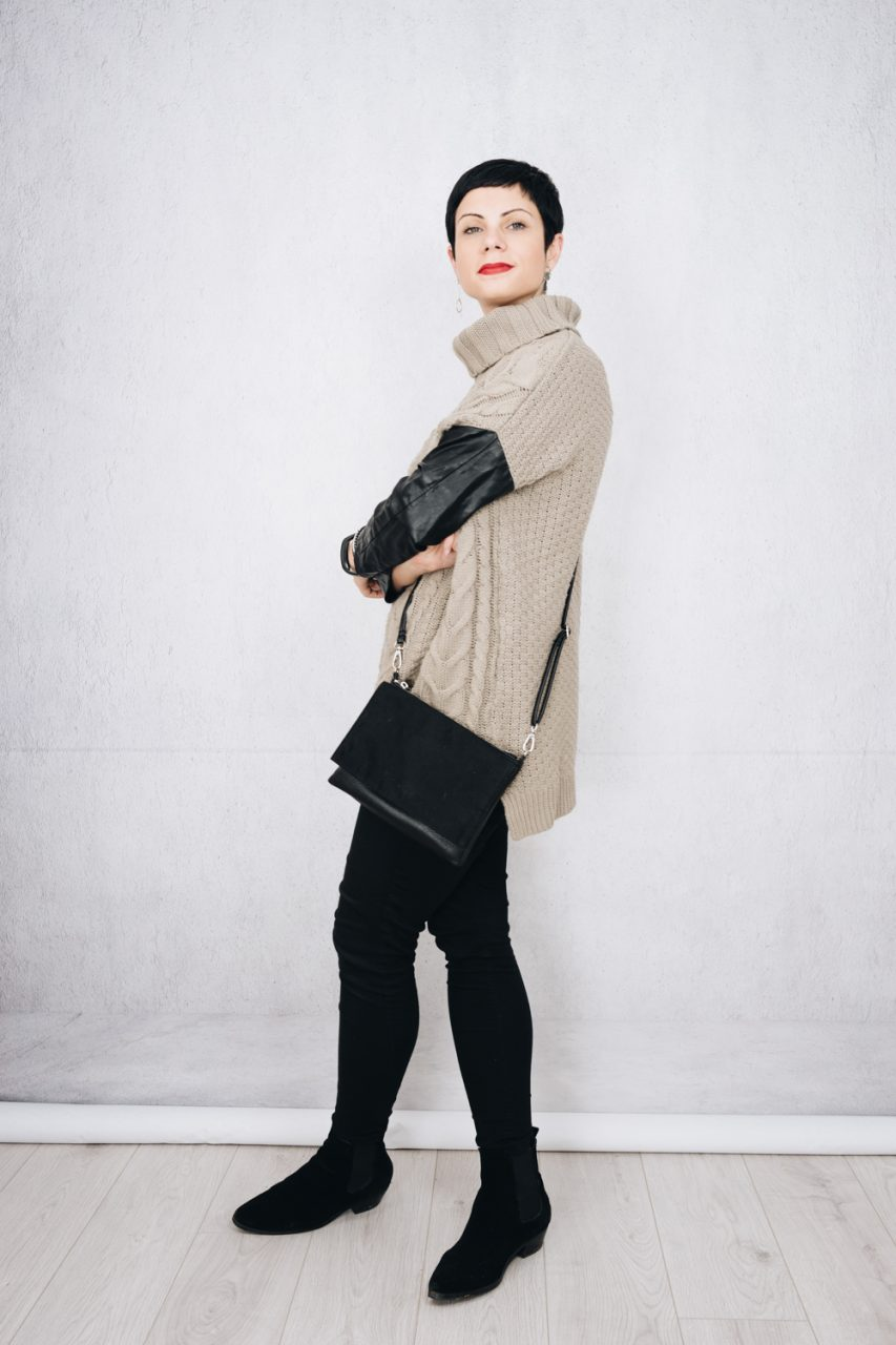 November Wear Count - Skinny black jeans with chunky beige jumper with leather sleeves, small bag and black suede ankle boots