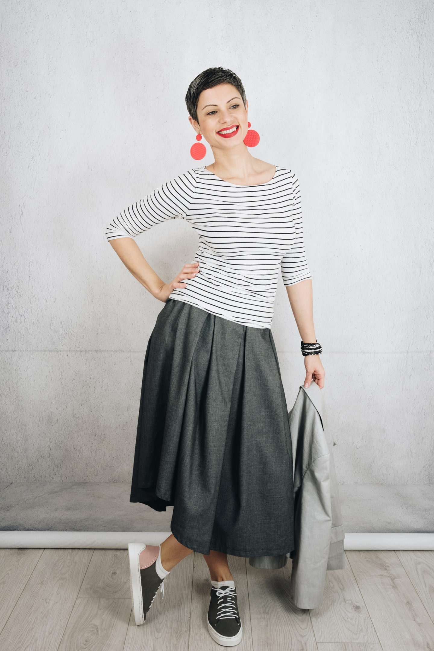 How to style an asymmetric pleated grey skirt (Burda Style 03/2015 #104)