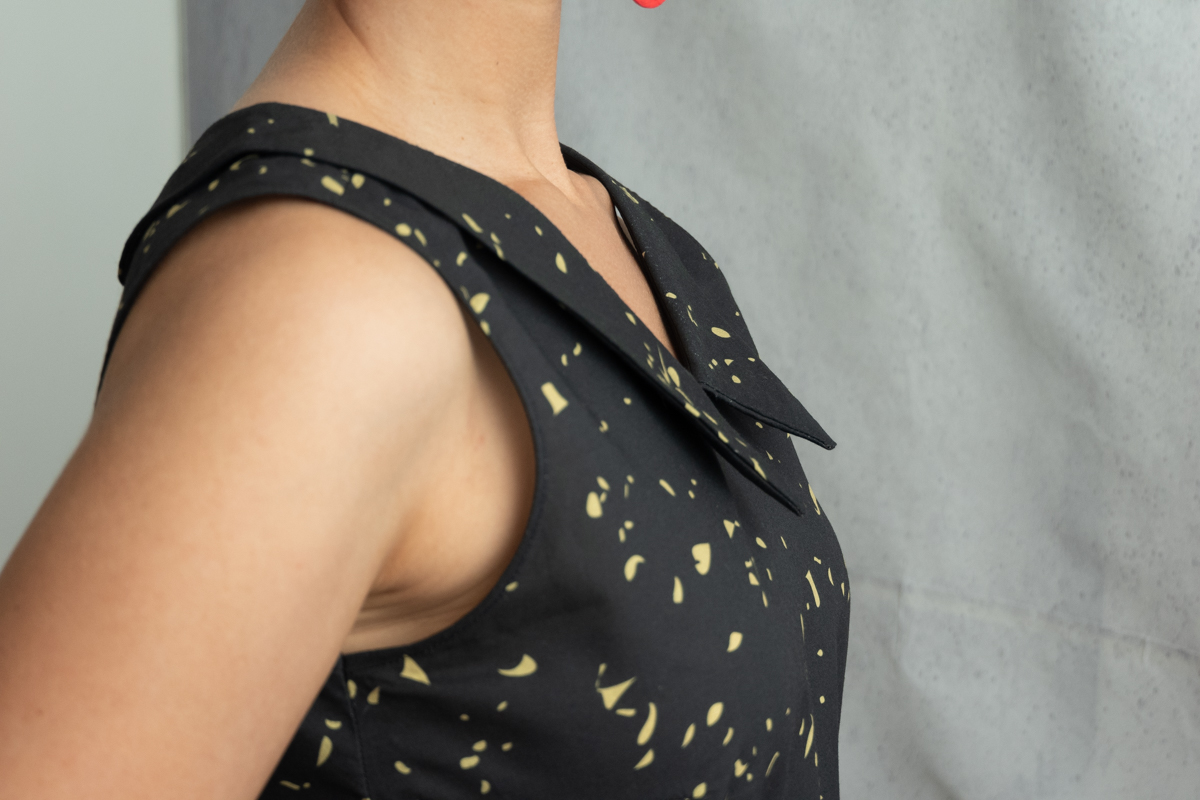 DIY light summer woven tank top with a Chelsea collar Pattern: Seamwork Addison Fabric: Cotton voile