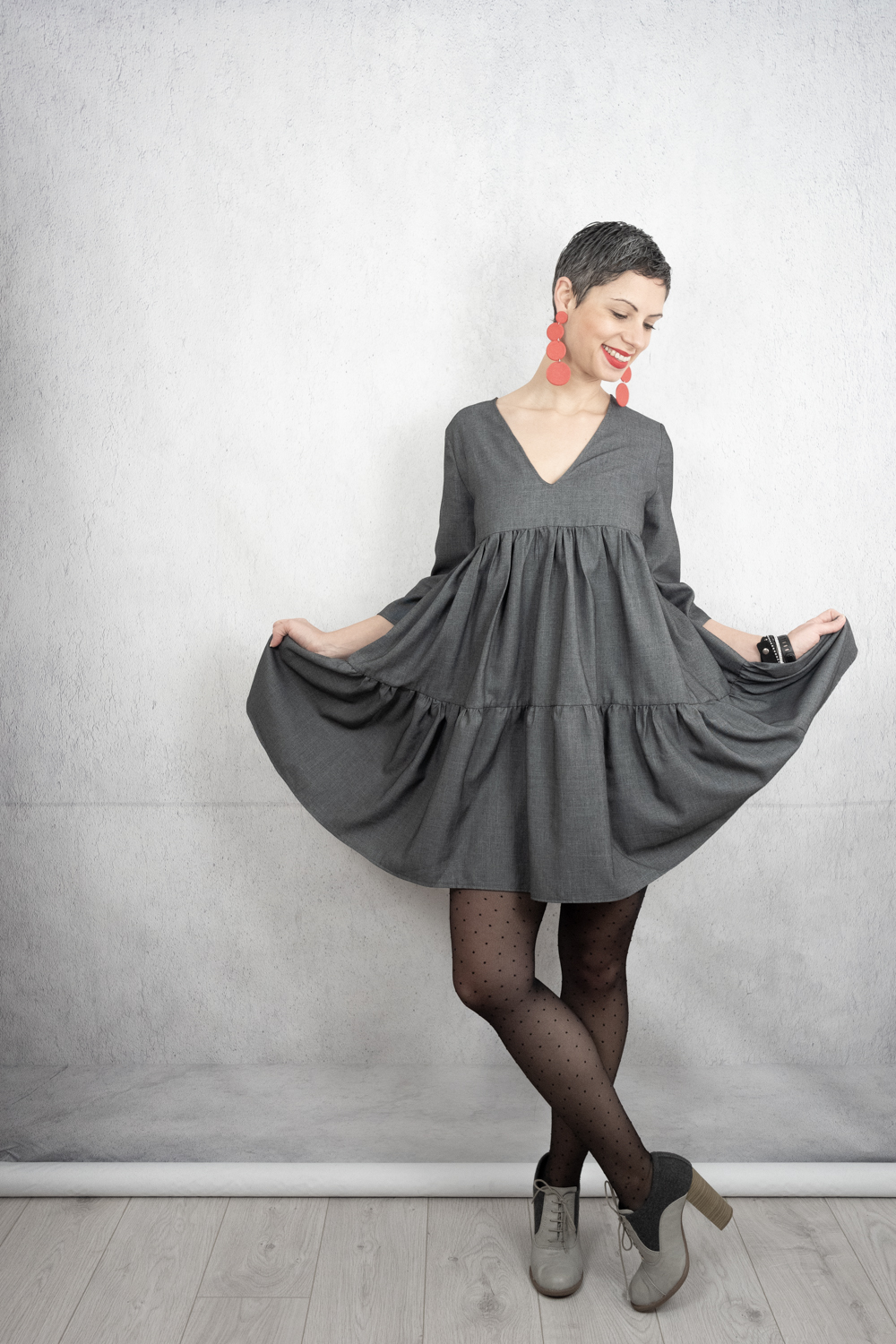Grey v-neck tiered dress with 3/4 sleeve - DIY with Fibre Mood Mira