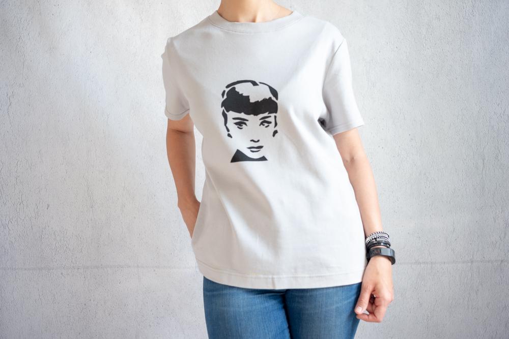 DIY Grey T-shirt with Audrey Hepburn screen print - Secondo Piano Basic InstincT