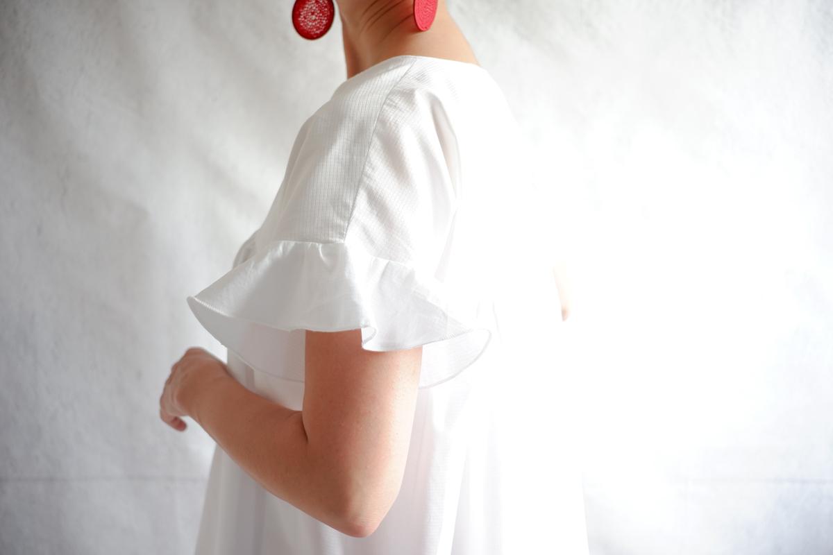 White Babydoll dress with flounce sleeve DIY using Fibre Mood Rosalie
